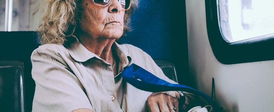 bus-transports-seniors